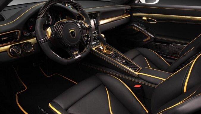 Krievi apzeltījuši 'Porsche 911' interjeru