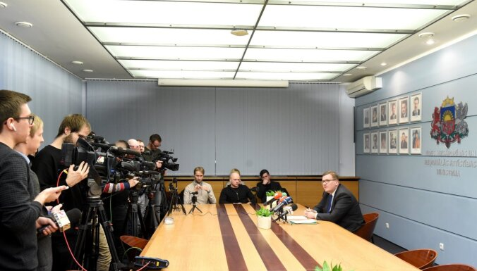 Pūce ierosina Rīgas domes atlaišanu; ārkārtas vēlēšanas grib 29. februārī