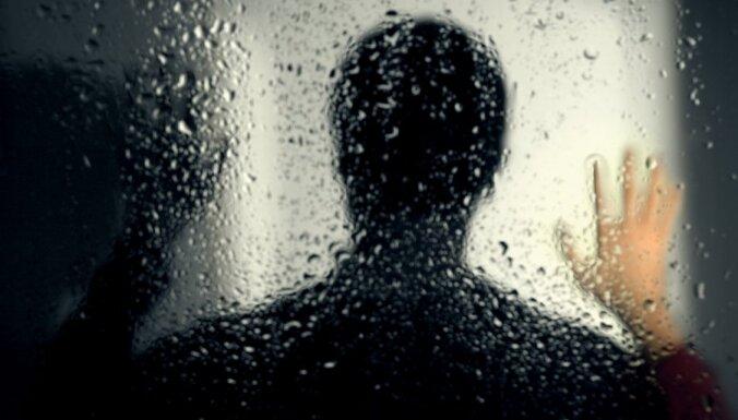 Кенгарагс: в подъезде дома совершено сексуальное нападение на 10-летнюю школьницу