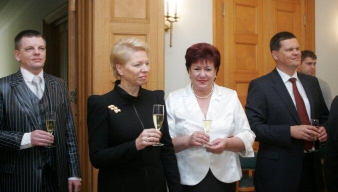 Piešķir 28 500 latu bijušo ministru un premjera padomnieku kompensācijām
