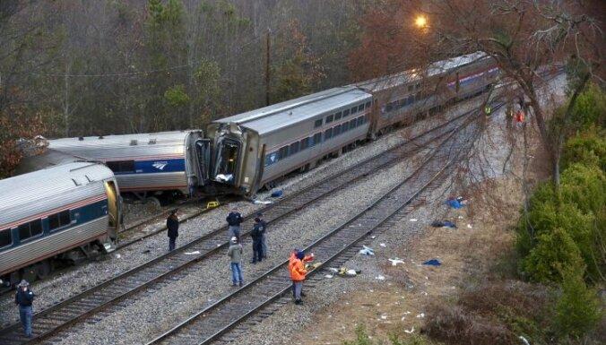 Foto: Vilcienu sadursmē ASV vismaz divi bojāgājušie un 70 cietušie