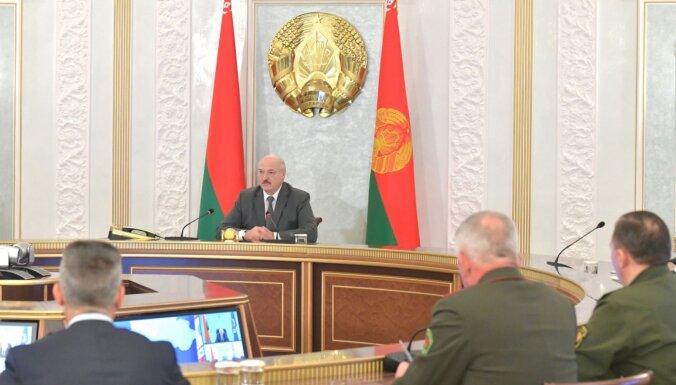 Lukašenko dod rīkojumu 'atgriezt mierīgu valsti'; īpaši piemin Grodņu un NATO