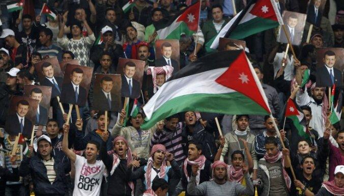 Saūda Arābijā aicina izveidot konstitucionālo monarhiju