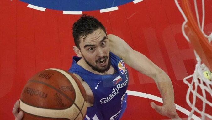 Čehi nenotur pārsvaru un atdod piekto vietu Serbijas basketbolistiem
