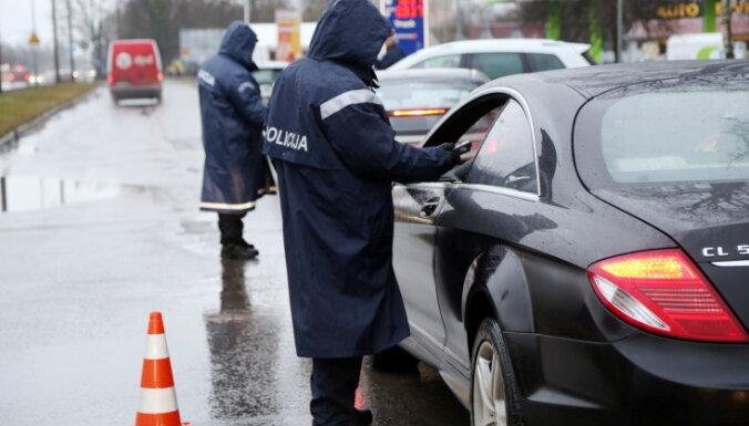 Neievēro braukšanas noteikumus un būvniecības normas – pusgadā sodīti 14 deputāti