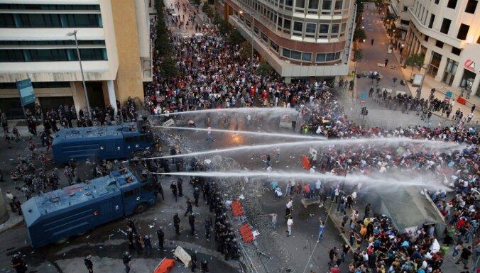 Беспорядки в Бейруте: демонстранты ворвались в здание МИД Ливана