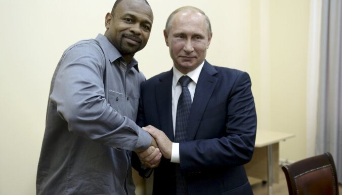 Russian President Vladimir Putin with U.S. boxer Roy Jones