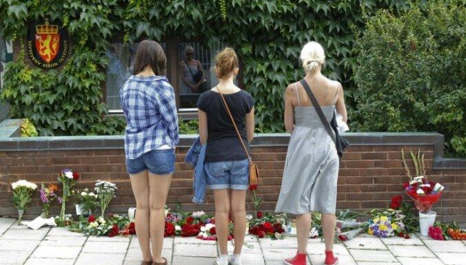 Ar klusuma brīdi Norvēģijā un Zviedrijā pieminēs teroraktu upurus