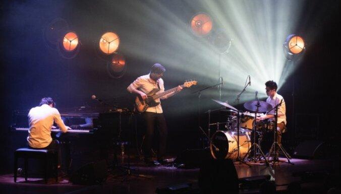 Foto: Džezroka trio 'Dock in Absolute' Liepājas 'Lielajā dzintarā'