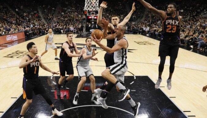 Bertāns ar 12 punktiem kaldina 'Spurs' drošu uzvaru pār 'Suns'