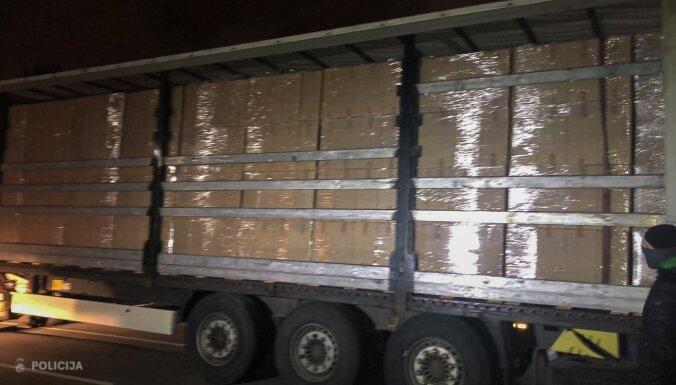 ФОТО. Полиция обнаружила под Ригой более 14 млн сигарет и оборудование для табачной фабрики