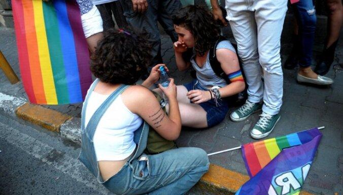 Stambulas policija pielieto asaru gāzi un gumijas lodes pret 'praida' dalībniekiem