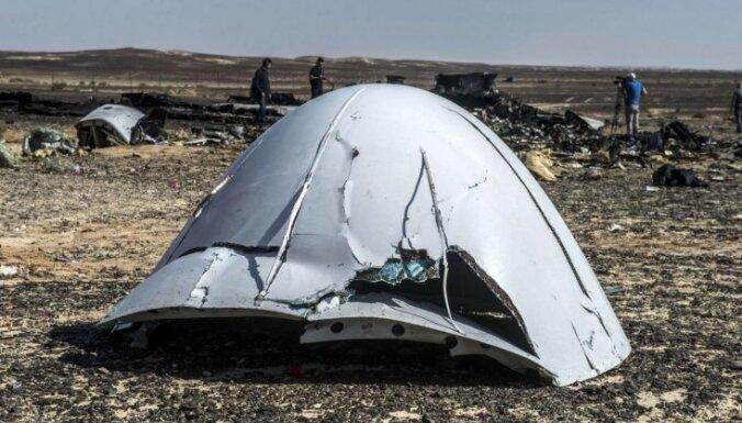Ēģiptes ministrija: nav pierādījumu, ka lidmašīna sadalījās jau gaisā