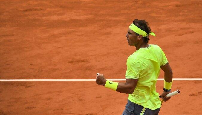 Nadals demonstrē lielisku sniegumu un pusfinālā trīs setos izrēķinās ar Federeru
