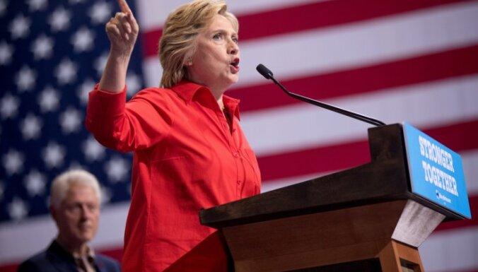 Доход семьи Клинтон в 2015 году составил почти 11 миллионов долларов