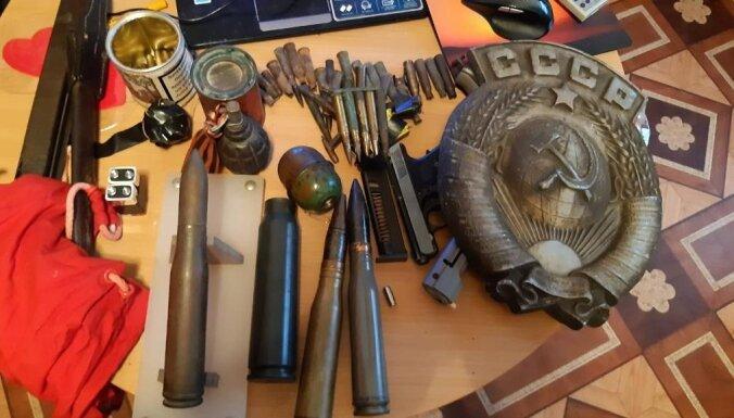 Foto: VID apturot PVN izkrāpēju darbību, atrod granātas un munīciju