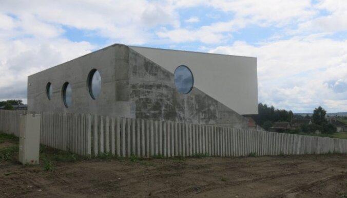 Futūristiska māja Lietuvā, ko vietējie dēvē par citplanētiešu mājokli