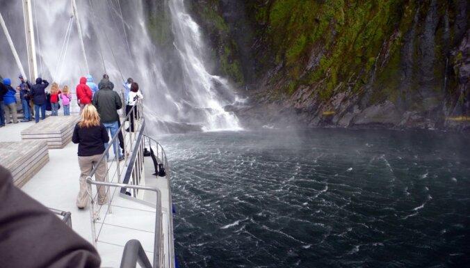 Vieta, kur ūdenskritumus vējš pagriež otrādi - brīnišķīgais Milforda fjords Jaunzēlandē