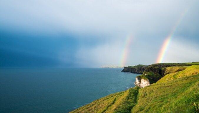 Latviešu piedzīvojumi Ziemeļīrijā: no Milžu ceļa līdz Troņu spēlei un varavīksnei