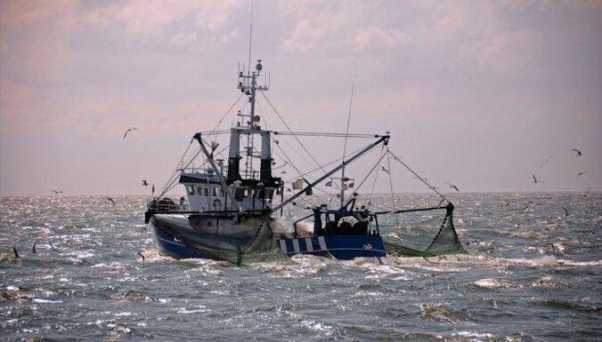 Bruņotie spēki Latvijas ūdeņos meklē Lietuvas zvejas laivu (plkst.18:50)