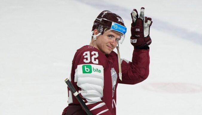 Kulda turpinās Latvijas hokejistu tradīcijas 'Pinguine' komandā