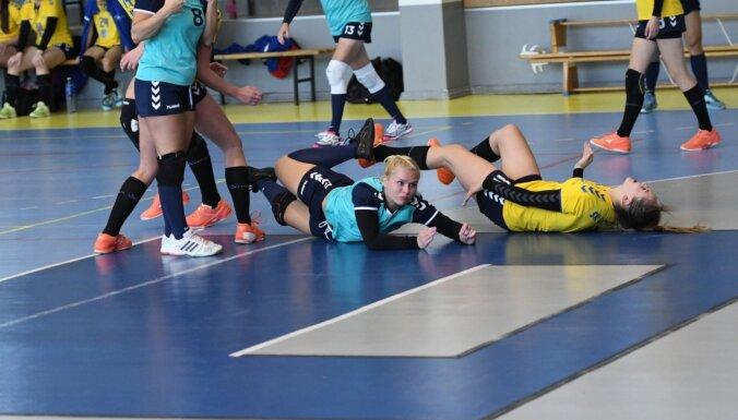 Sieviešu handbola virslīgā 'Stopiņu' un 'Latgols' komandām pa divām uzvarām