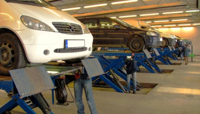 До 2% машин в Латвии ездит без ОСТА и техосмотра: полиция может штрафовать несколько раз за день
