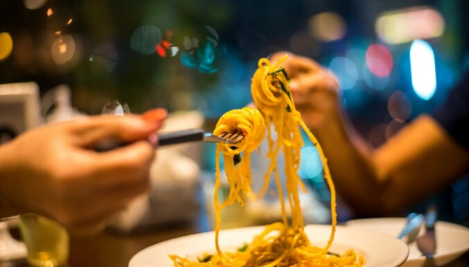 Kā pabarot ģimeni lēti un garšīgi – 30 ēdieni iedvesmai
