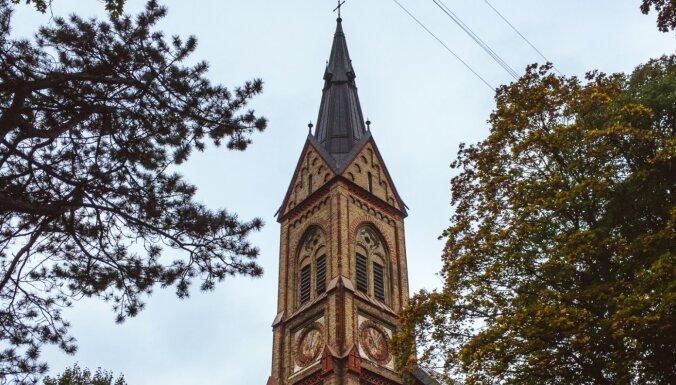 Злоумышленники пытались поджечь церковь в Торнякалнсе