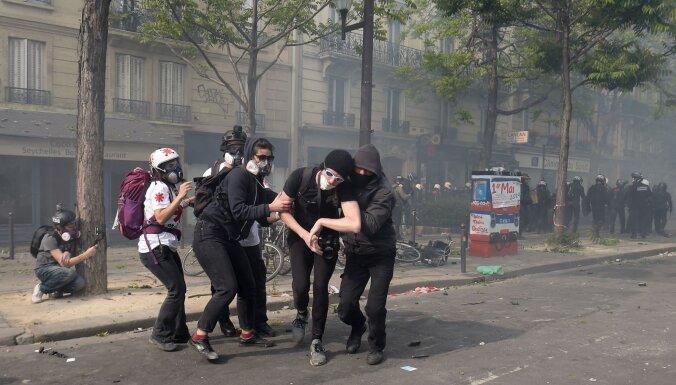 В ходе первомайских акций в Париже ранены 38 человек