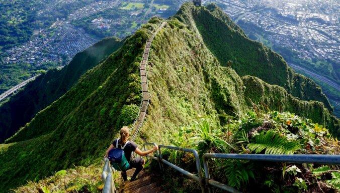 Kāpnes uz debesīm – aizliegtais, bet vilinošais tūrisma objekts Havaju salās