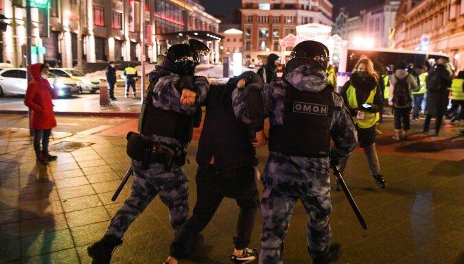 Krievijā Navaļnija atbalstītāju demonstrācijās aizturēti vairāk nekā 1050 cilvēku