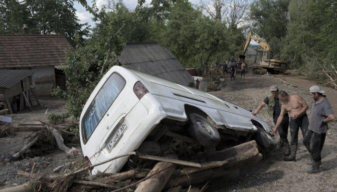 Nelikumīga mežu izciršana Ukrainā novedusi pie lielākajiem plūdiem 20 gadu laikā, uzskata prokuratūra