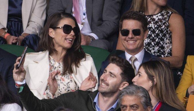 Toms Krūzs izgājis publikā kopā ar jauno draudzeni