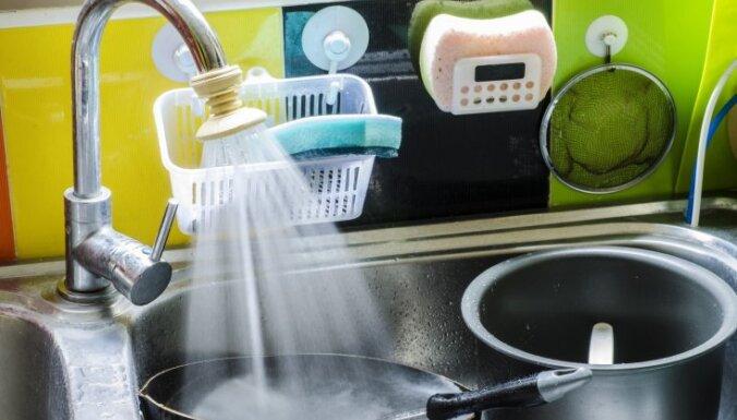 Kā glabāt trauku lupatiņas un švammes, lai tās nekļūtu sasmakušas