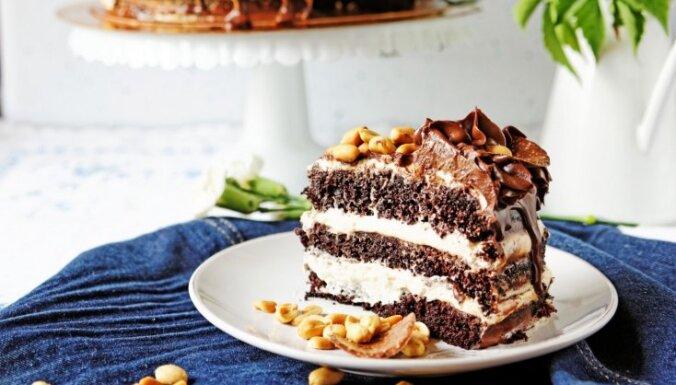 Iebiezinātā piena krēmi – tortēm, ruletēm un citiem desertiem: 7 kārdinošas receptes