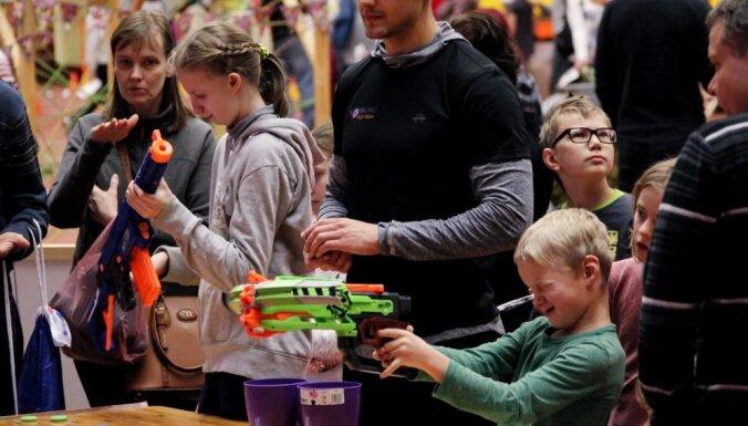 Otrajos Ziemassvētkos Rīgā notiks ģimeņu sporta diena 'Sportiskā eglīte'
