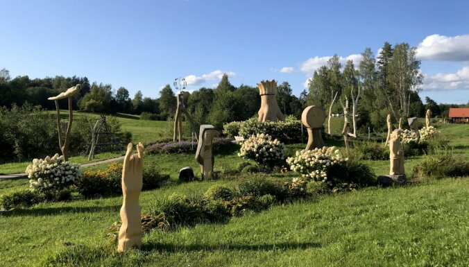 Vairāk nekā 400 skulptūru: unikālais Kristus Karaļa kalns Aglonā