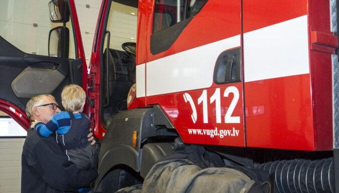 Trešdien Latvijā dzēsti 52 ugunsgrēki, tostarp 33 reizes degusi kūla