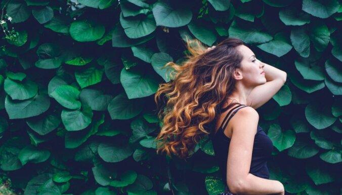 Vara, tintes melni un pelnu pelēki toņi – 2019. gada tendences matu krāsas izvēlē