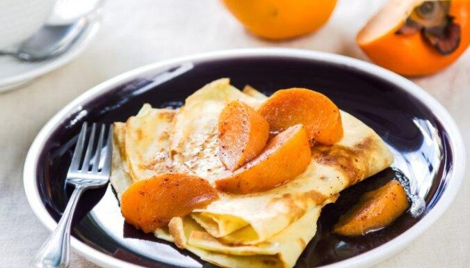 Plānās pankūkas franču gaumē ar karamelizētu hurmu