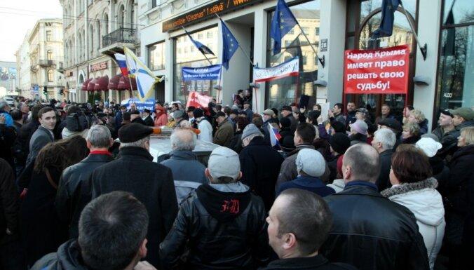 В Риге прошел пикет РСЛ в поддержку Крыма