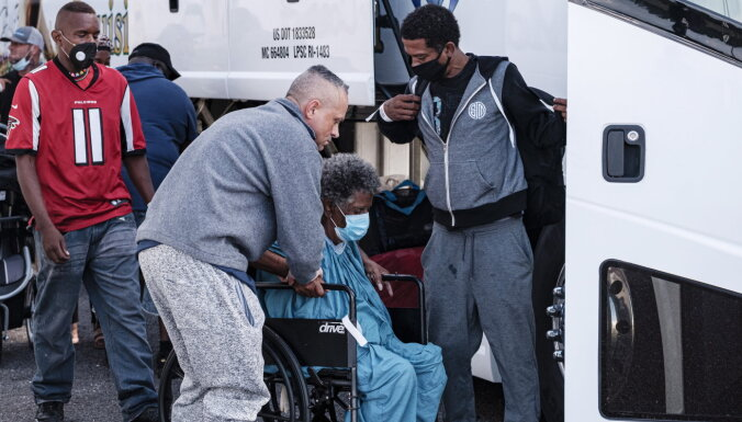ASV viesuļvētras dēļ evakuē pusmiljonu cilvēku