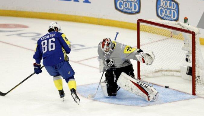 ВИДЕО: Кучеров сделал хет-трик в Матче звезд НХЛ, Овечкин выиграл конкурс на мастер-шоу