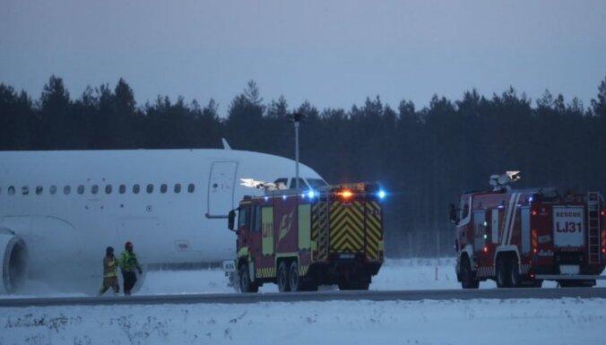 ФОТО, ВИДЕО: Самолет латвийской компании SmartLynx совершил аварийную посадку в Таллине