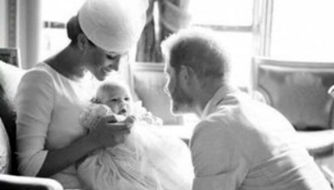 Neredzēts foto: Britu princis Harijs ar ģimeni dēliņa kristību dienā