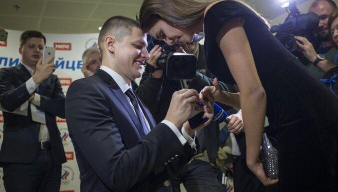 Alexander Sukhorukov proposes Margarita Mamun, Olympic ball