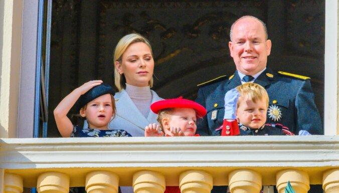 Monako princese jau pusgadu dzīvo prom no prinča Alberta un bērniem