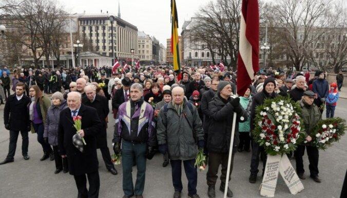 ФОТО: В Риге почтили память жертв коммунистического геноцида