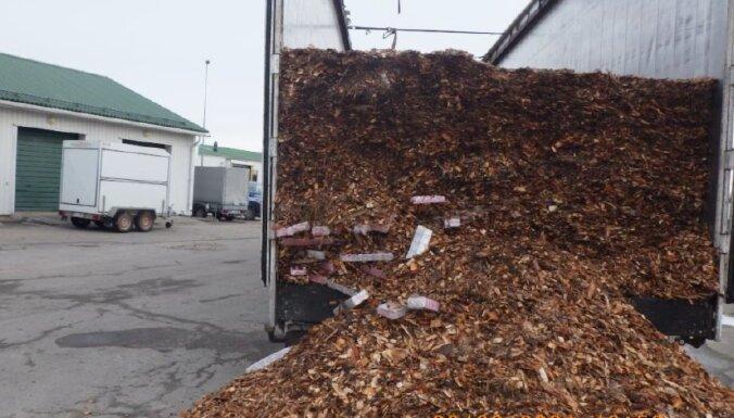 ФОТО: в грузе с древесной щепой обнаружено 700 тысяч контрабандных сигарет